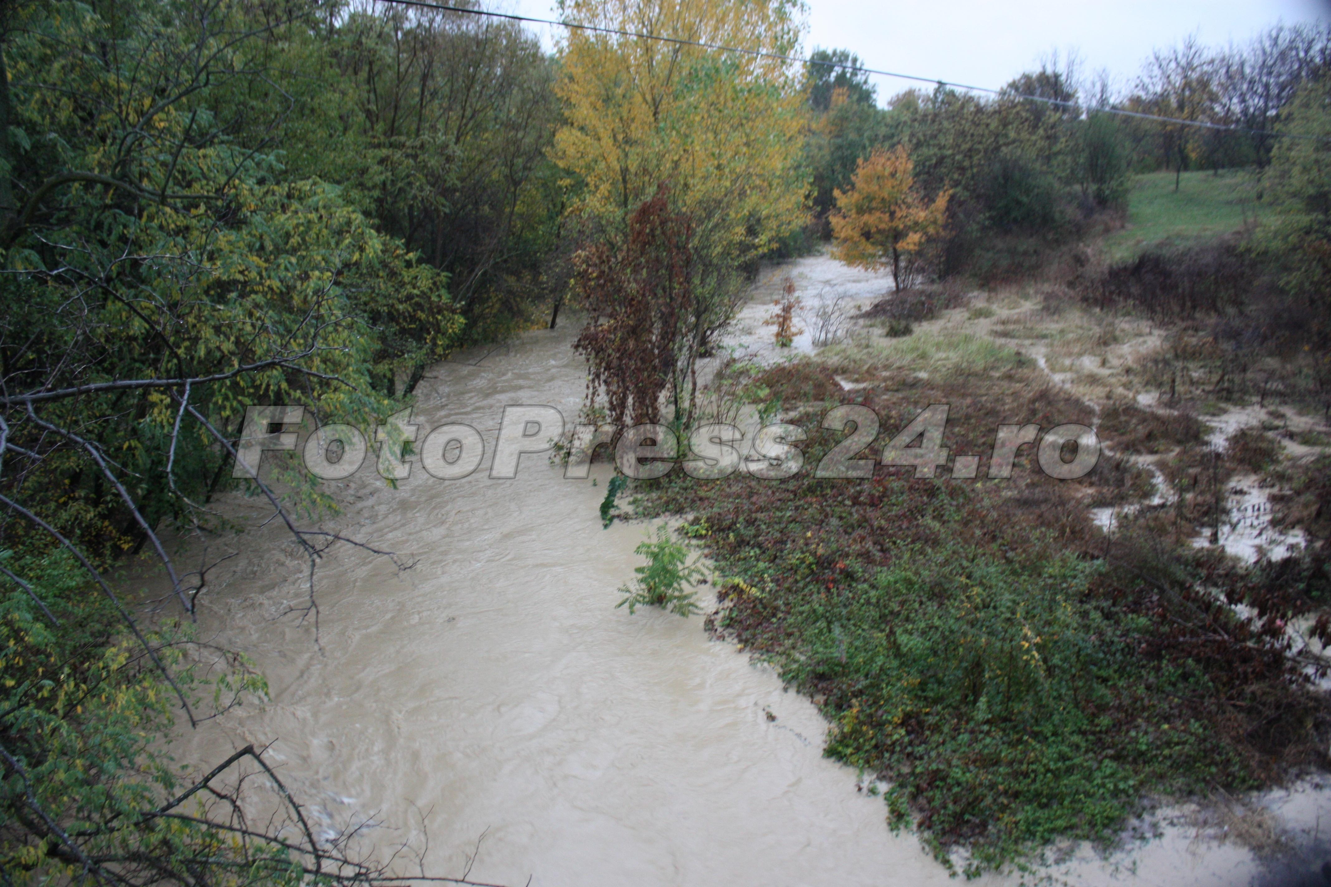 inundatie_pod brosteni_costesti si stirci. (2)