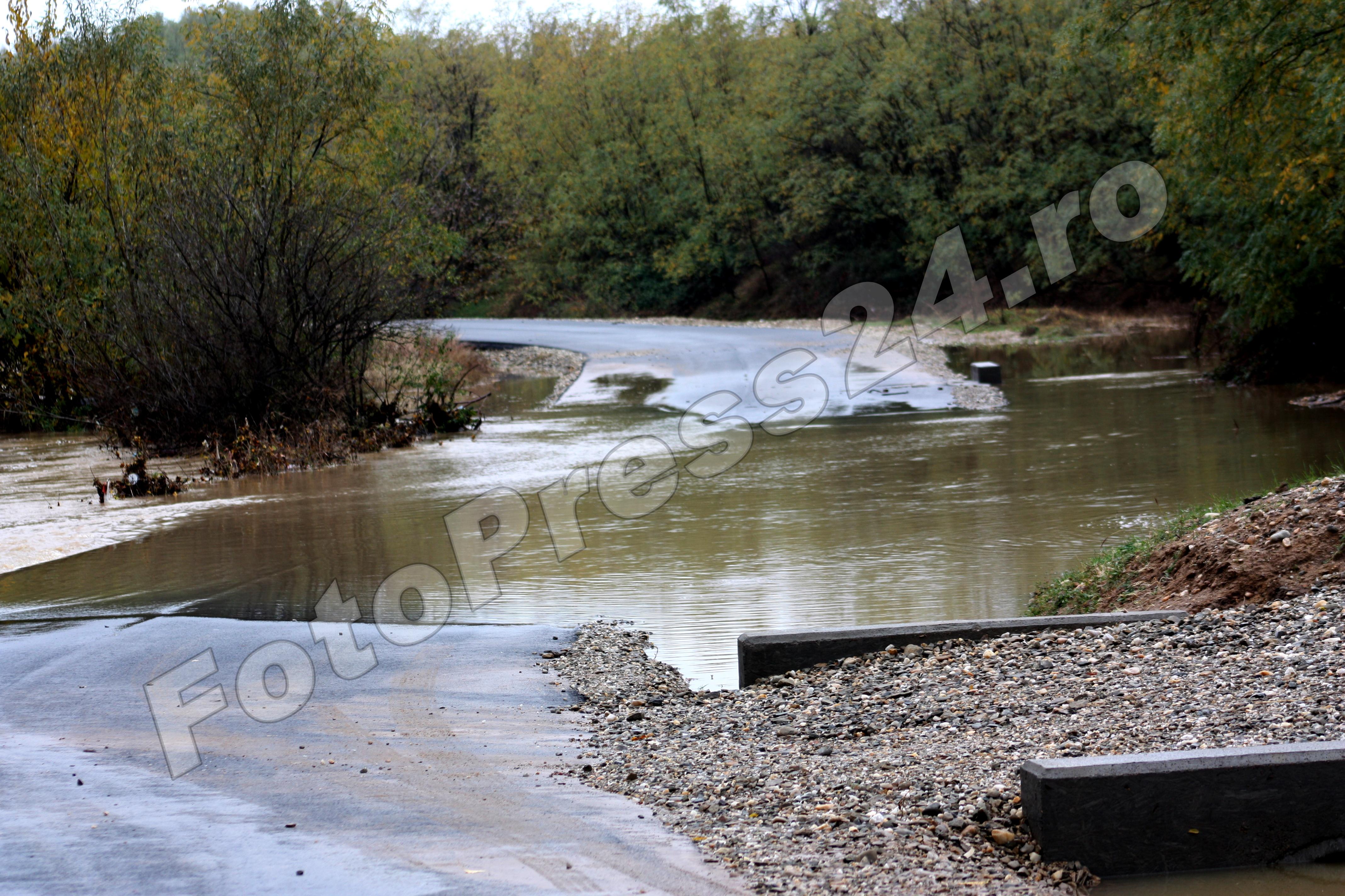 inundatie_pod brosteni_costesti si stirci. (27)