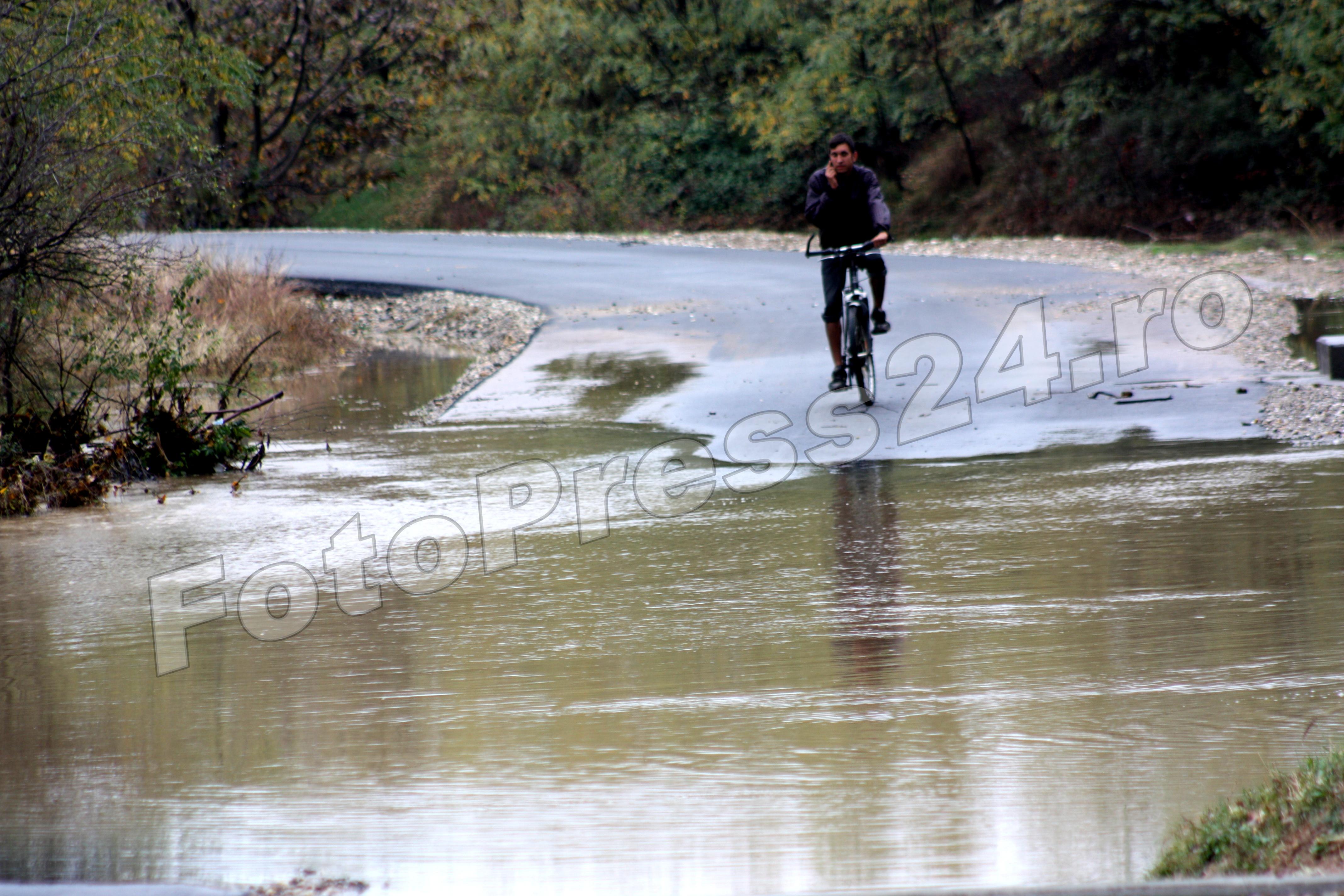 inundatie_pod brosteni_costesti si stirci. (29)
