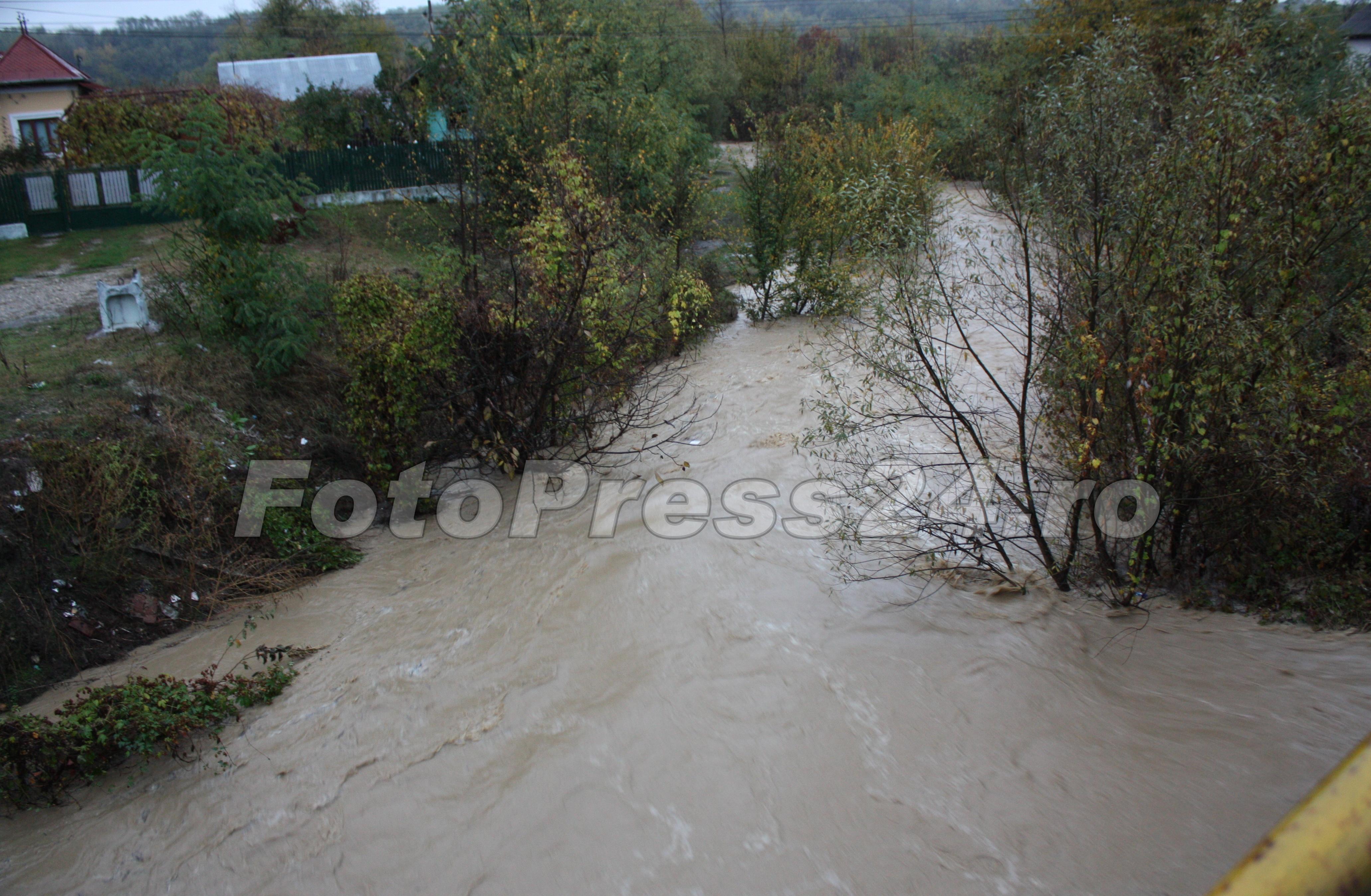 inundatie_pod brosteni_costesti si stirci. (3)