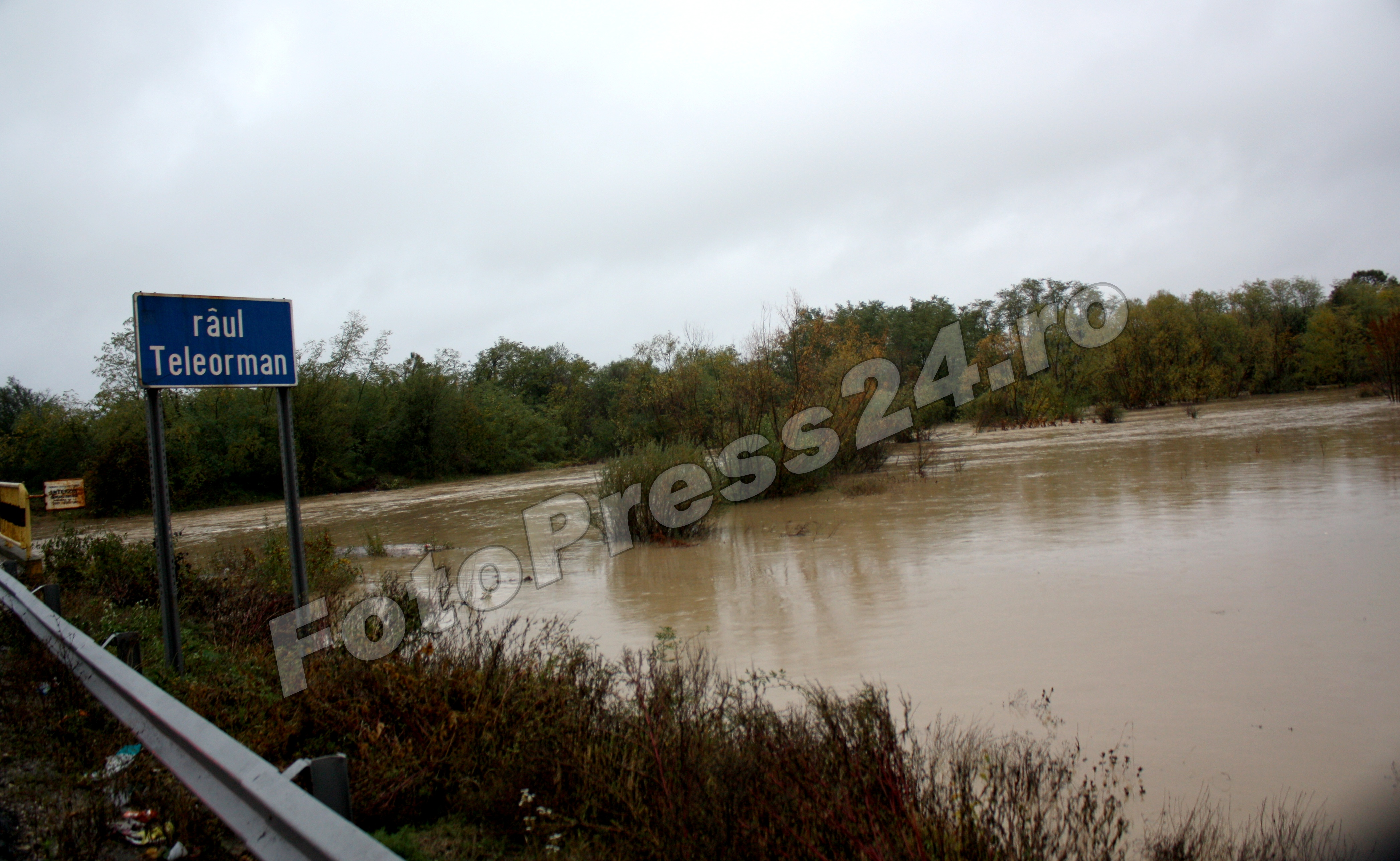 inundatie_pod brosteni_costesti si stirci. (5)