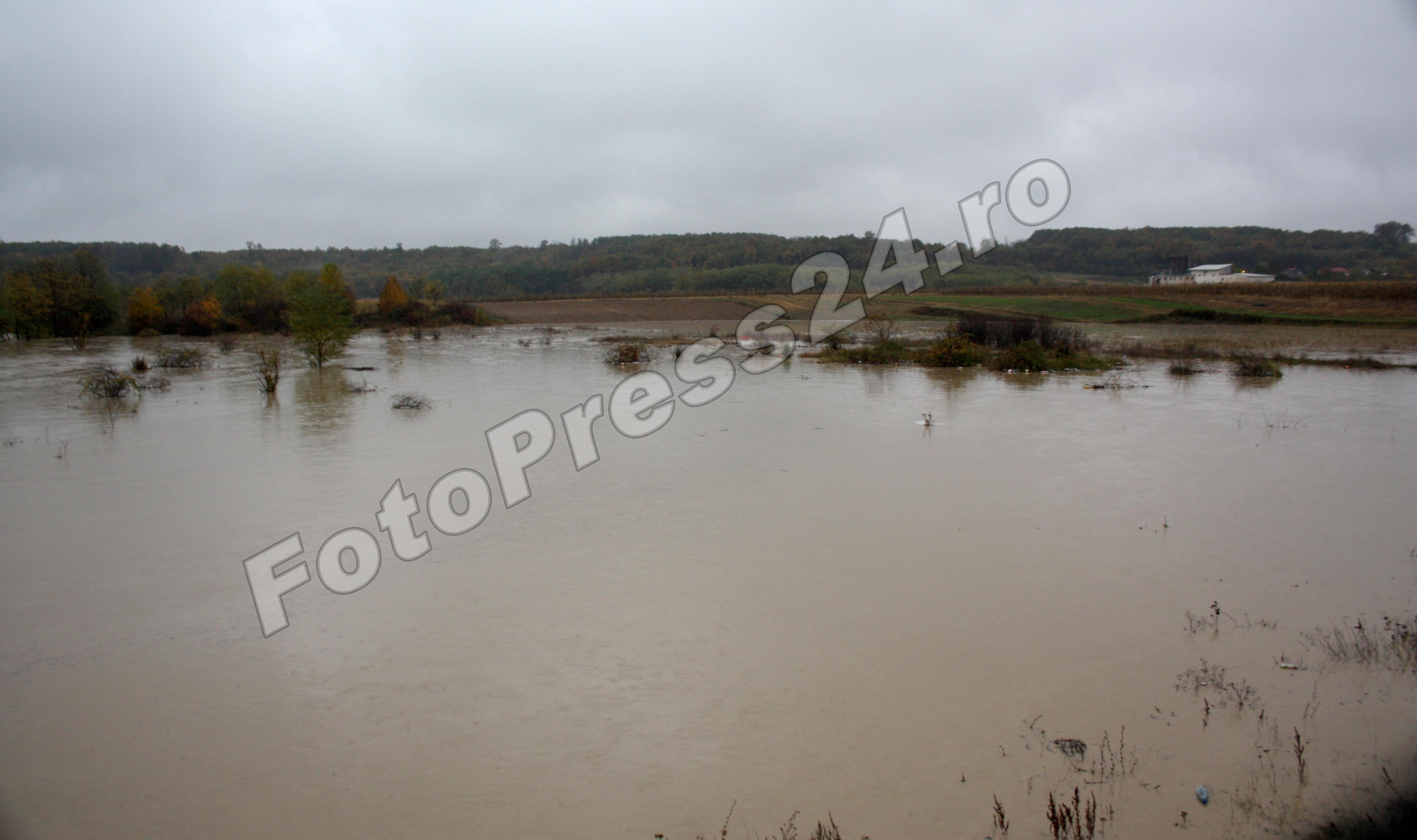 inundatie_pod brosteni_costesti si stirci. (7)