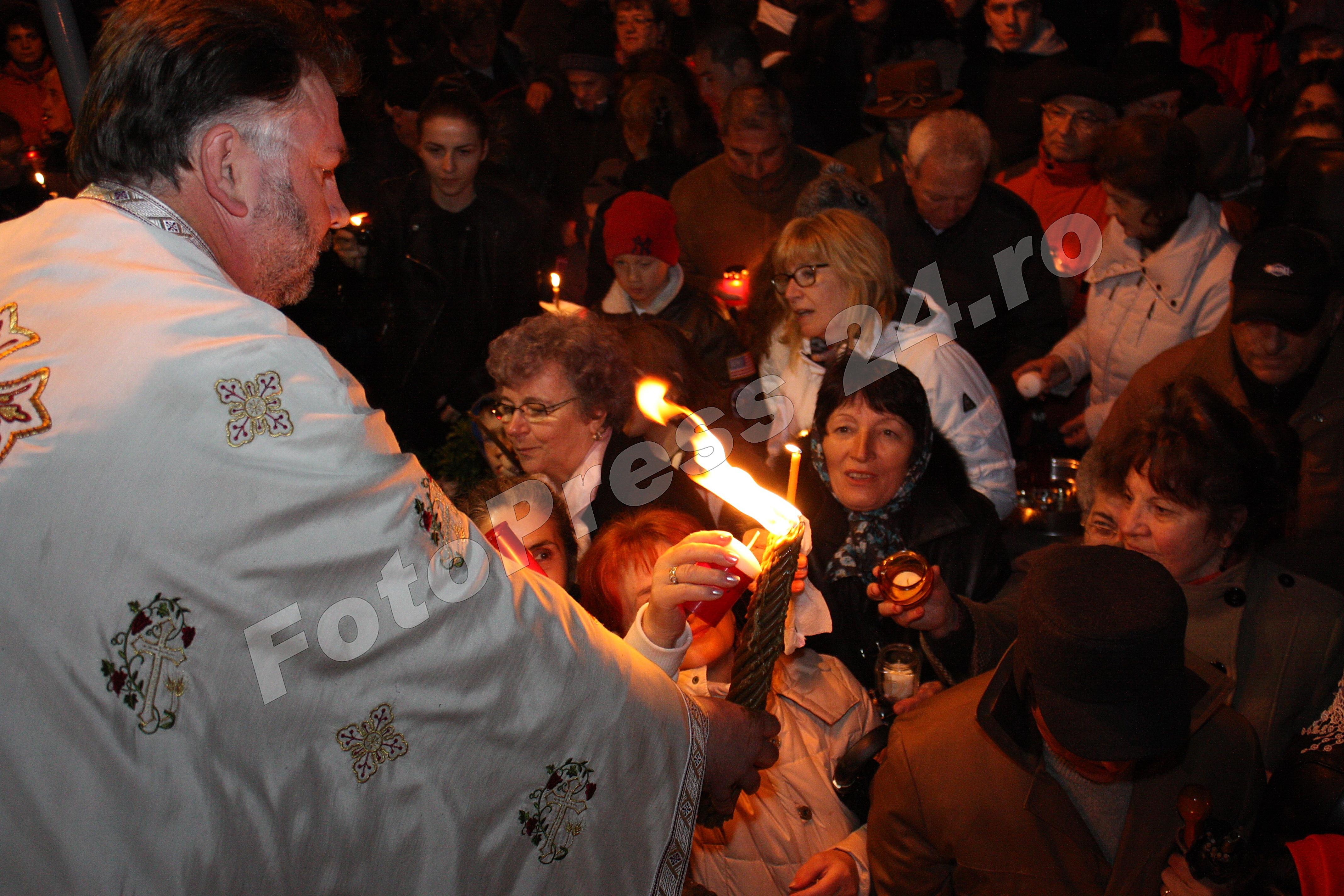 Sfânta Lumină a Învierii ! la Pitesti-foto-Mihai Neacsu (10)