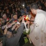 Sfânta Lumină a Învierii ! la Pitesti-foto-Mihai Neacsu (4)