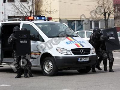 perchezitie politia arges-foto-Mihai Neacsu