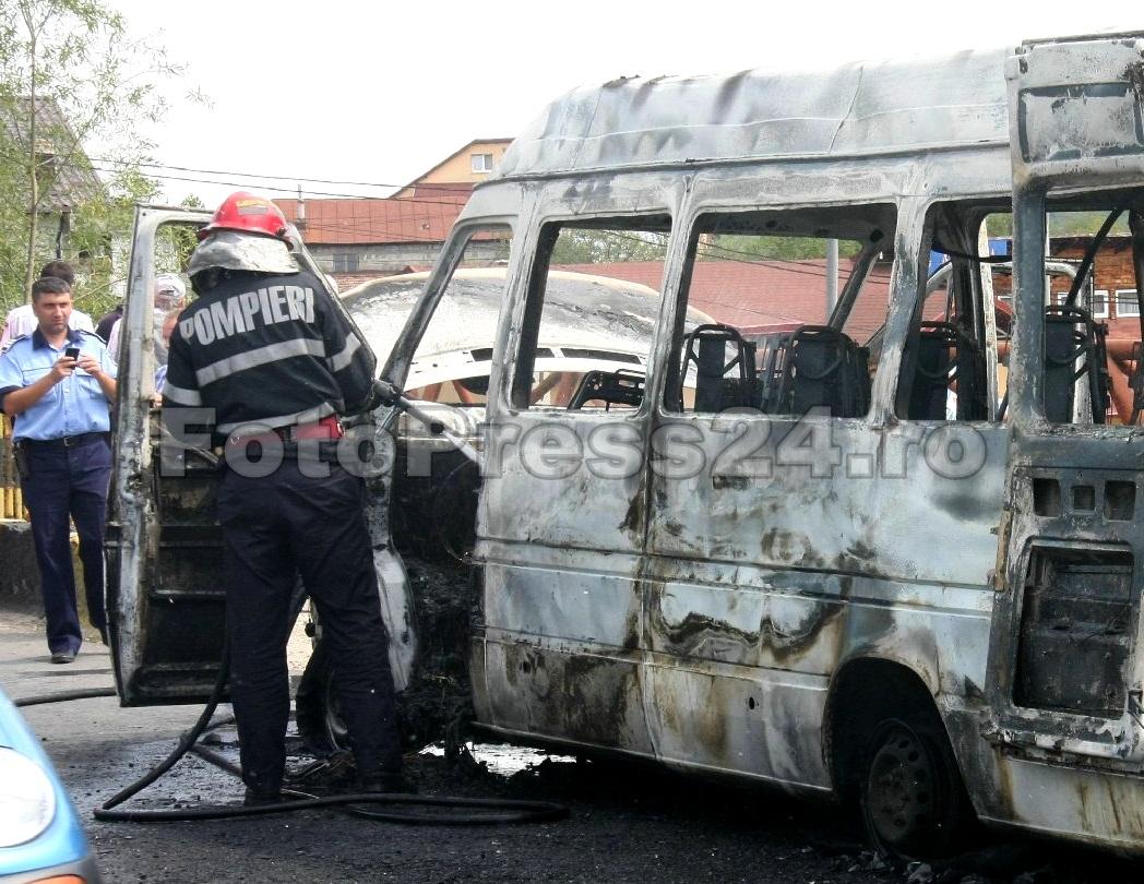 incendiu microbus-FotoPress24.ro-Mihai Neacsu  (8)
