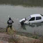 masina -cazuta -riu-FotoPress24.ro-Mihai Neacsu (2)