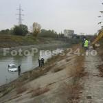 masina -cazuta -riu-FotoPress24.ro-Mihai Neacsu (3)