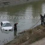 masina -cazuta -riu-FotoPress24.ro-Mihai Neacsu (4)