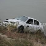 masina -cazuta -riu-FotoPress24.ro-Mihai Neacsu (5)