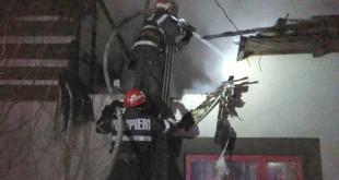 incendiu sat brosteni-costesti-fotopress-24ro (5)