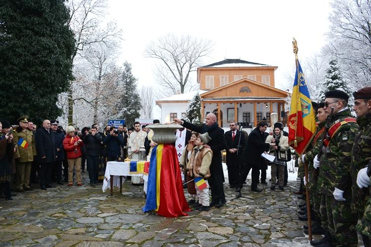 S-a aprins Flacara Centenarului la Muzeul Golesti (9)