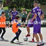 """Micuţii i-au provocat pe fotbalişti la un """"amical"""" în curtea şcolii - fc arges - fotopress-24 (11)"""