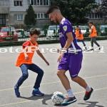"""Micuţii i-au provocat pe fotbalişti la un """"amical"""" în curtea şcolii - fc arges - fotopress-24 (12)"""
