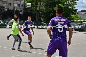 """Micuţii i-au provocat pe fotbalişti la un """"amical"""" în curtea şcolii - fc arges - fotopress-24 (19)"""