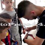 """Micuţii i-au provocat pe fotbalişti la un """"amical"""" în curtea şcolii - fc arges - fotopress-24 (4)"""