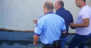 a vrut sa se sinucida- salvat de un politist si un jandarm (6)