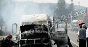 incendiu-microbus-FotoPress24.ro-Mihai-Neacsu-2