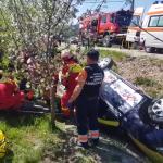 Autoturism răsturnat în șanț în localitatea Valea Mare Pravăț (2)