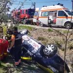Autoturism răsturnat în șanț în localitatea Valea Mare Pravăț (3)