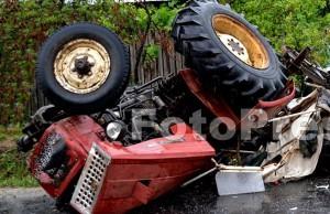Tractor răsturnat peste o persoană-fotopress24.ro-Mihai-Neacsu