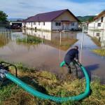 Gospodării inundate la Schitul Golești și Câmpulung (1)