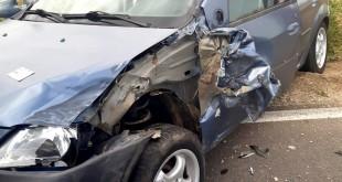 accident rutier produs între un autoturism și un utilaj agricol (3)