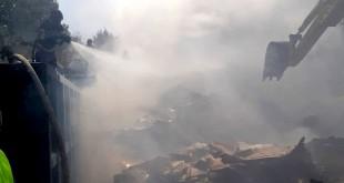 Incendiu violent la un depozit de deșeuri din Pitești (2)